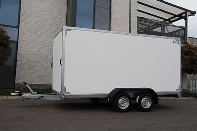 Gesloten dubbelas Aanhangwagen 357x157cm standaard hoogte 180cm.