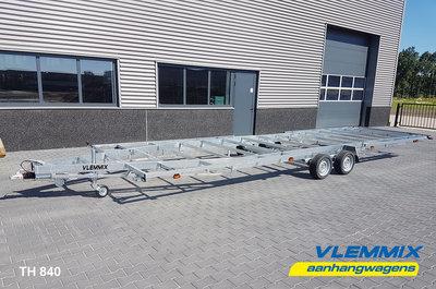 Tiny House plateau dubbelas trailer met platform afmeting 840x244cm en 3500kg as.