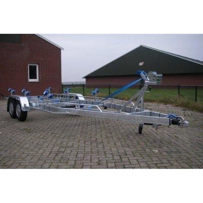J. Vlemmix geremde boottrailer 700x220cm 3500 kg dubbelas