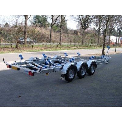 L. Vlemmix geremde boottrailer 840x255cm 3500 kg drieasser