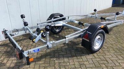 Boottrailer 603cm - 1300kg - geremd - enkelas