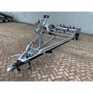 Boottrailer 655cm - 1800kg - geremd - enkelas
