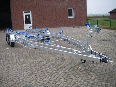 Type Q - Boottrailer 840x255cm 3500kg